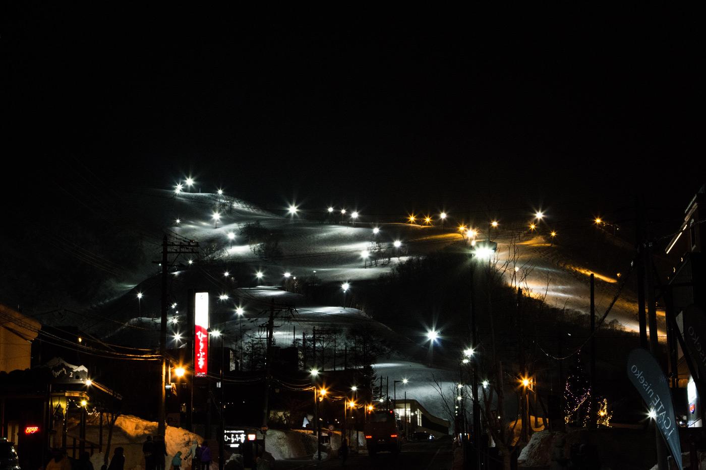 Hirafu night skiing